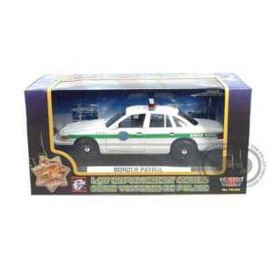 Ford Crown Victoria Border Patrol Police Car 1/24 Toys & Games