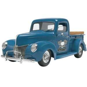 Revell 1/24 1940 Ford Custom Pick Up Truck Model Kit Toys & Games
