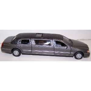 Scale Diecast 1999 Lincoln Town Car Stretch Limousine in Color Grey